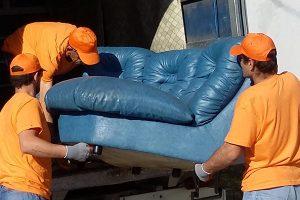 Изнасяне и изхвърляне на ъглов диван