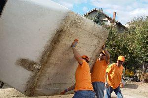 Почистване на дворове и извозване на боклуци Пловдив