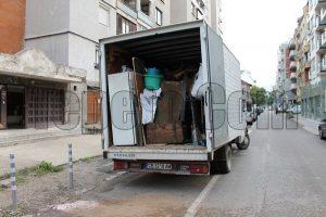 Почистване на мазе и извозване до сметище