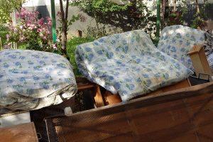 Изхвърляне на стар диван